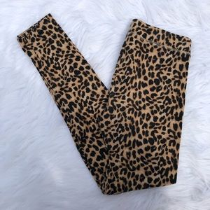 ⭐️PINK cheetah leggings!⭐️